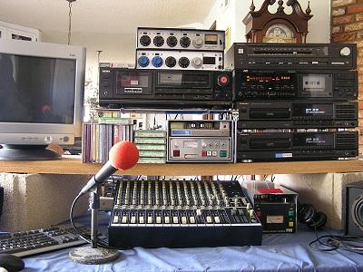 Neighborhood radio station neighborhood broadcasting for Classic house radio station
